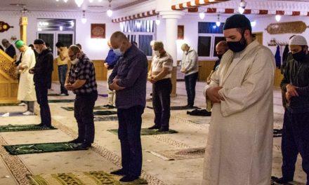 Almanya'da Ramazanın Son Günlerinde Müslümanların İlk Teravih Coşkusu