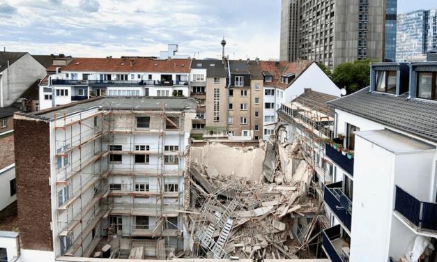 Düsseldorf'ta Türkiye Kökenli İşçi Yıkılan Binada Can Verdi