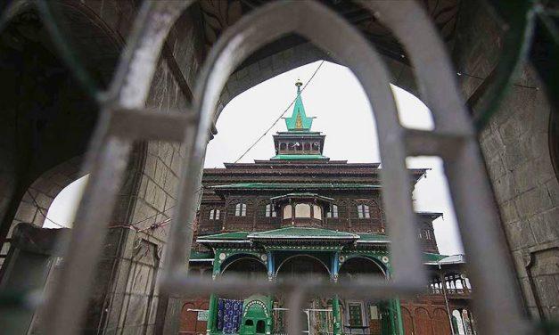 Cammu Keşmir'de Müslümanlara İbadet İzni Yok Hindulara Var!