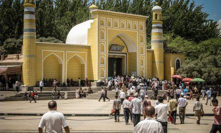 """Ünlü Markalara """"Uygurların Zorla Çalıştırıldığı Fabrikaları"""" Boykot Çağrısı"""
