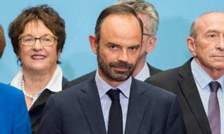Fransa'da Başbakan Philippe İstifa Etti