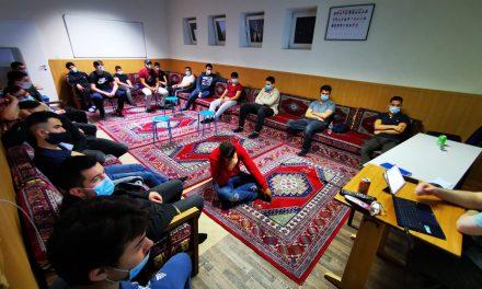 Avrupa'da Müslüman Gençler Camilerde Buluşuyor