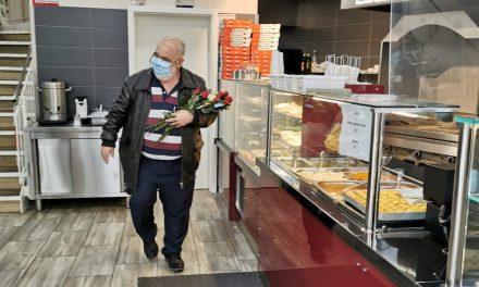 Almanya'da Esnafı Duygulandıran Ziyaret: Mevlid Kandilinde Gül Dağıttılar