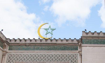 Fransız Belediye Başkanı: 'Beceriksiz Bakan, Yanlış Camiyi Kapattı'