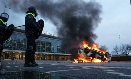 """Hollanda'da """" İç Savaş Gibi"""" Gösterilere Polis Müdahele Etti"""
