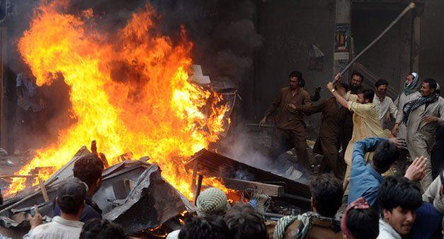 Pakistan'da Yakılan Hindu Tapınağı Yeniden İnşa Edilecek