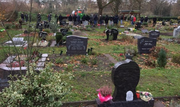 Almanya'nın Delmenhorst Kentinde Müslümanlara Ayrılan Mezarlık Alanının Genişletilmesi Talep Edildi