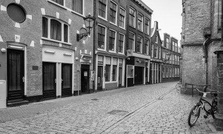 Hollanda'da Sokağa Çıkma Yasağı Başladı