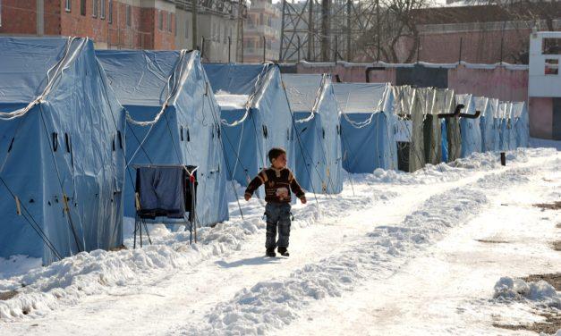 Hasene, Lipa Göçmen Kampındaki Mültecilere Yardım Elini Uzatıyor
