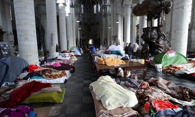 Belçika'nın 'Evraksız' Göçmenleri Resmî Oturum Belgelerini İstiyor