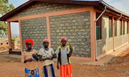 Hasene, Etiyopya'da Çadırda Ders Gören Öğrencilere Üç Sınıflı Bir Okul Açtı