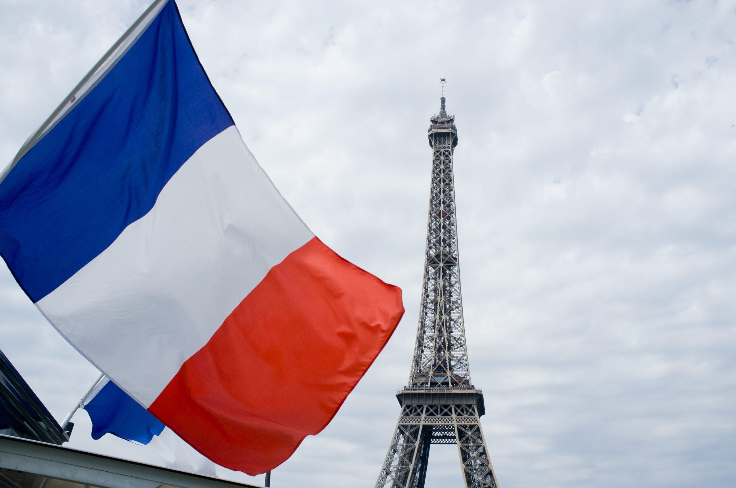 """Fransız Senatosunda """"ayrılıkçı"""" yasa tasarısına, spor federasyonlarının resmi müsabakalarında başörtüsünün yasaklanmasını içeren maddenin eklenmesi kararlaştırıldı. @aa"""
