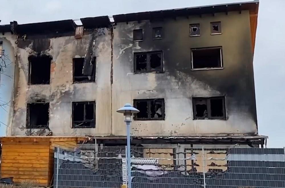 Almanya'nın Viernheim şehrinde IGMG ve DİTİB Camisi, çıkan yangın sonrası evi yanan mağdur ailelere yardım eli uzattı.