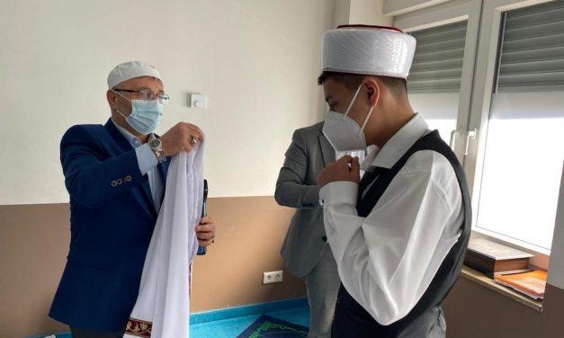 Suriyeli Münir Duisburg Mevlana Camii'nde Hafız Oldu
