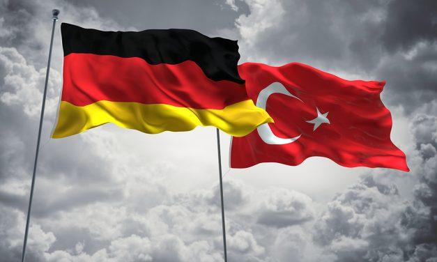 """""""Türkiye Kökenliler Almanya'yı Evi Gibi Görüyor"""""""