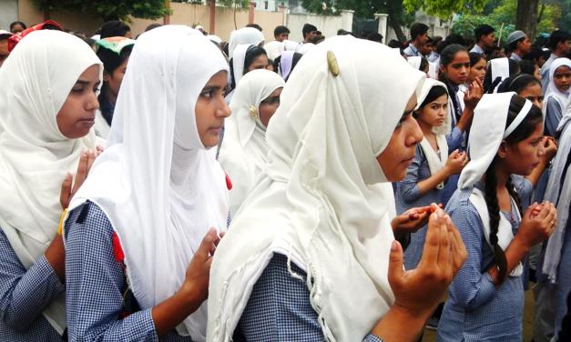Hindistan'da İslamî Okullarda Hinduizm Mecburi Ders Olarak Okutulacak
