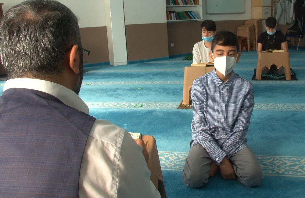 Almanya'da IGMG Mevlana Camii Hafızlık Kurumu'nda hafızlığını tamamlayan Muhammed Talha Kurt, 10 Nisan'da Kur'ân-ı Kerîm'i bir oturuşta baştan sona okuyacak.
