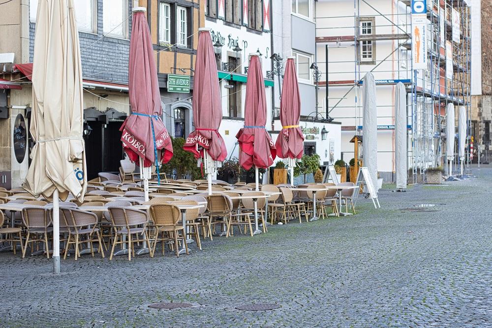 Almanya'nın Köln kentinde koronavirüs önlemleri kapsamında, gece 21.00 ile 05.00 saatleri arasında sokağa çıkma yasağı ilan edildi. @Shutterstock
