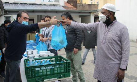 Almanya'da IGMG Camileri Ramazan Ayında Binlerce İftar Paketi Dağıttı