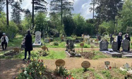 Almanya'da Müslümanlar Arefe Gününde Mezarlıklara Koştu