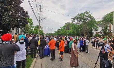 Kanada'da 4 Ferdi Katledilen Müslüman Ailenin Feryadı!