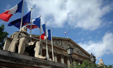 Fransa'da Müslümanların Ötekileştirildiği Gerekçesiyle Eleştirilen Tasarı Yasalaştı