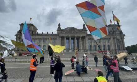 """Almanya'da """"Ülkede Yaşayan Tüm Yetişkinlere Seçme Hakkı Verilsin"""" Çağrısı"""