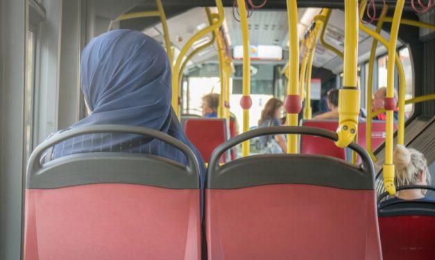 Avusturya'da Müslüman Kadına Çirkin Saldırı: Önce Hakaret Etti Sonra Tükürdü